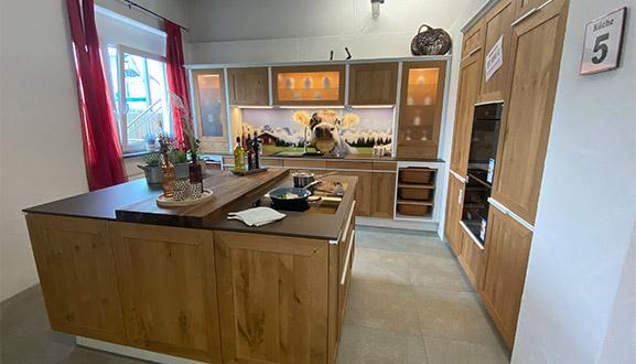 Holzküche im Küchenstudio Waiblingen